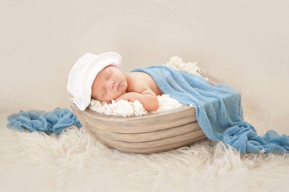 Simple and Sweet Sailor relaxing Newborn Session