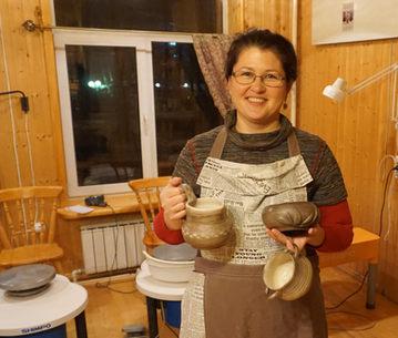 Наталья с изделиями.JPG