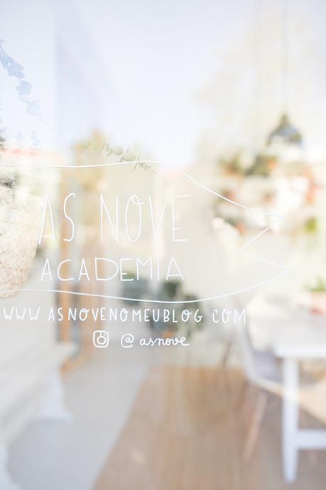 Ás nove academia