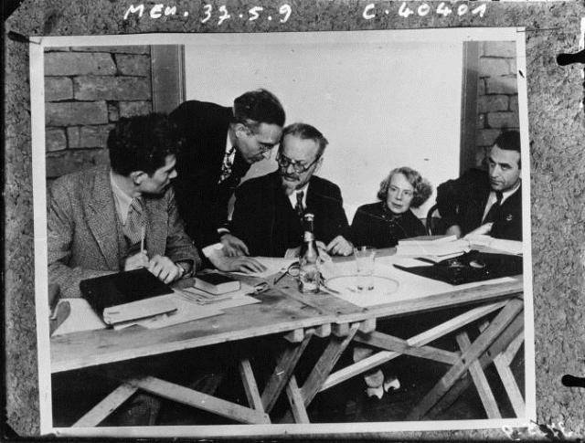 Jan Frankel opět po boku Lva Trockého. Tentokrát v Mexiku roku 1937. Na fotce je úplně vpravo, vedle Natalie Sedovové.
