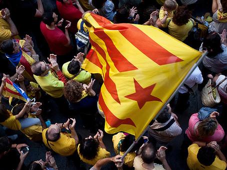 Revolúcia v Hong Kongu. Revolúcia v Katalánsku. Revolúcia vo Francúzsku.