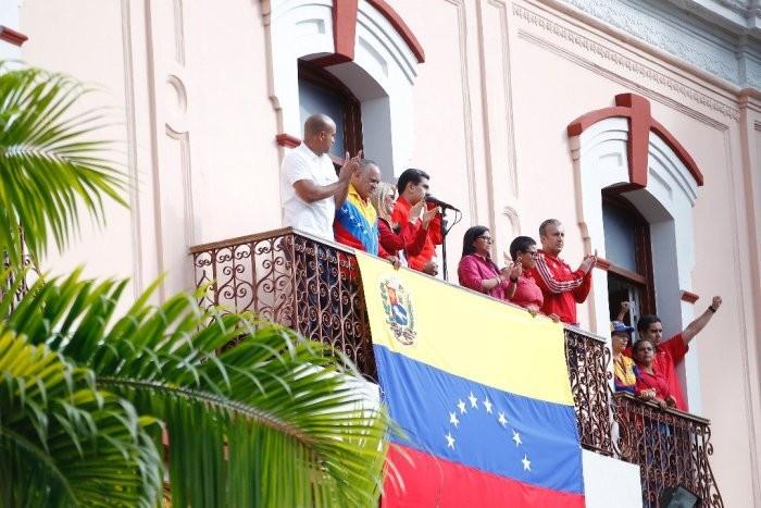 Maduro v paláci Miraflores