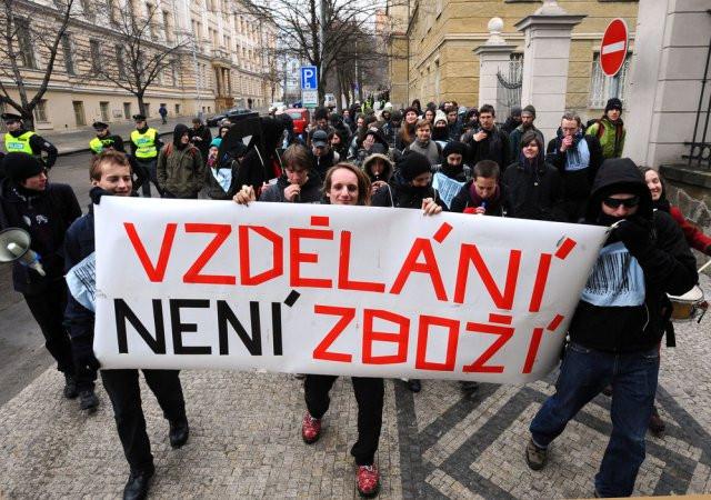 59% mladých čechů je pro revoluční změnu systému