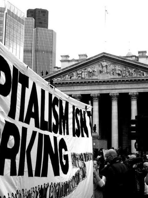 Pandemie a krize ukazují senilitu kapitalistického systému