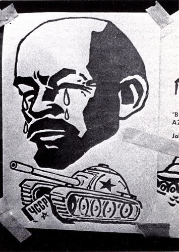 Dobový plakát vyobrazující plačícího Lenina nad sovětským tankem, přejíždějícím československý hraniční kámen