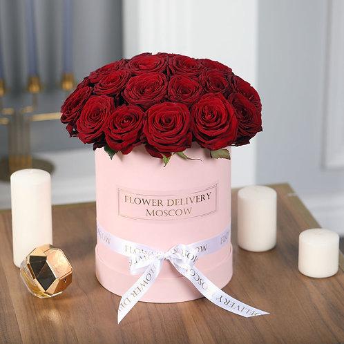Розы красные в коробке 25 шт.