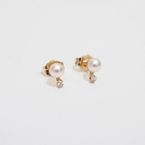 71755c461 Japanese Akoya pearl with diamond stud earrings (pair)