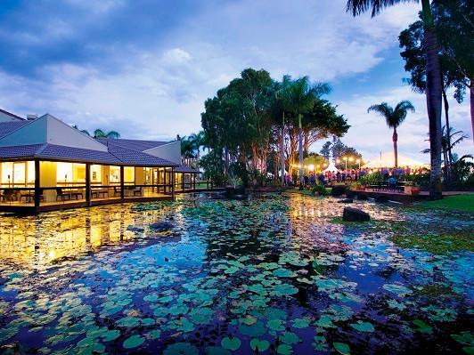 Oaks Oasis - Reflections Restaurant.jpg