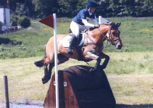 Michelle and Juno jumping narrow barrel