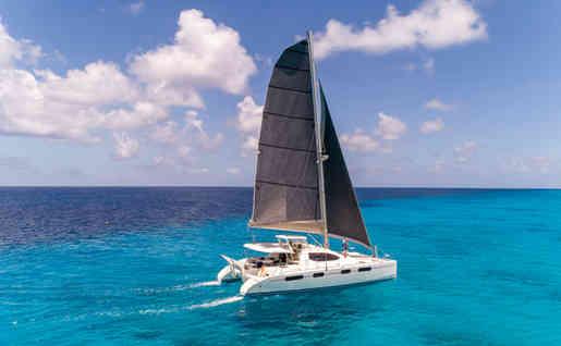 Turquoise ocean Leopard 46 Bahamas Sailing Catamaran Charters