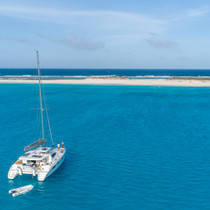 Bahamas Sailing catamaran charter blue o
