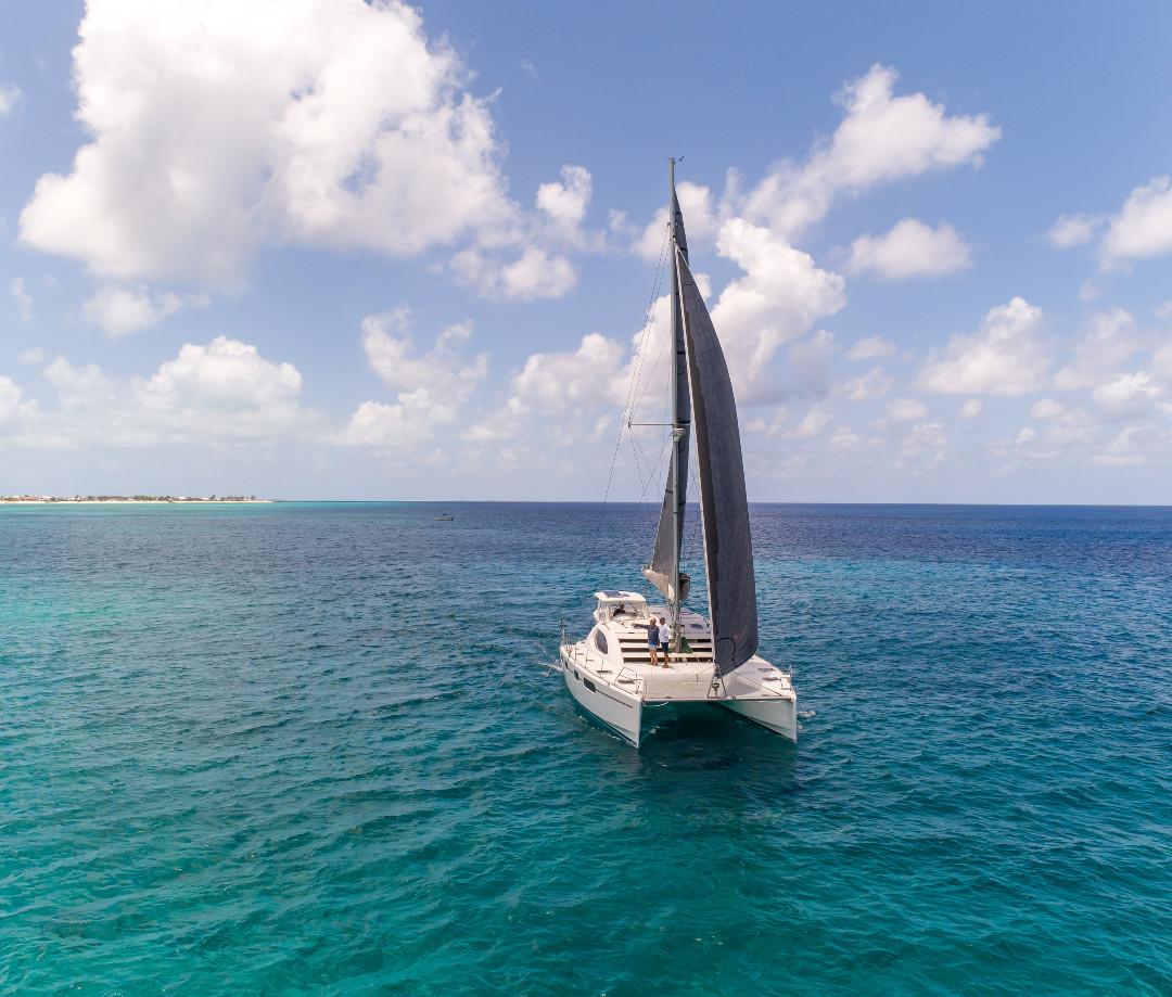 sailing charter catamaran Bahamas Black
