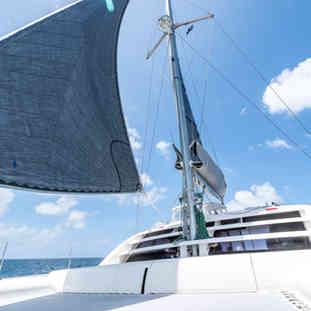 jib-calvert-sails-leopard-46-catamaran-bahamas-charters