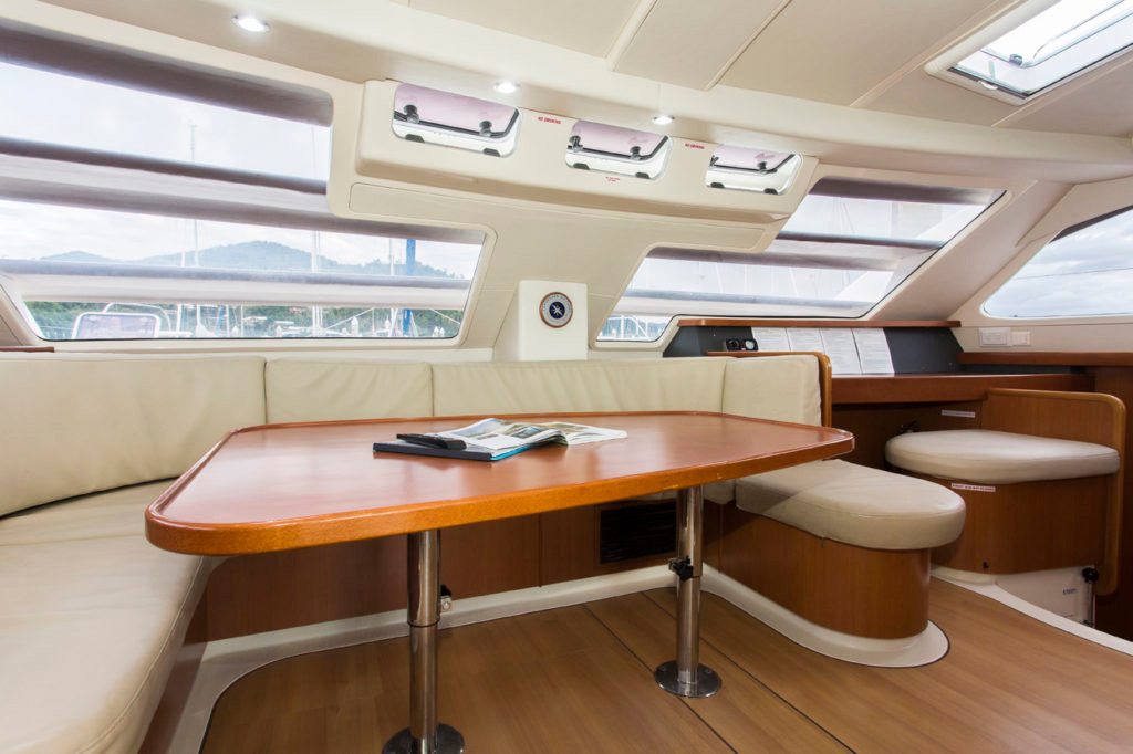 Leopard 46 Dining table Bahamas catamaran charter