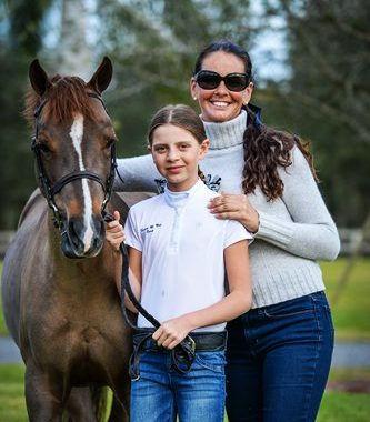 horse-trainer-stefanie-mazer-in-wellingt