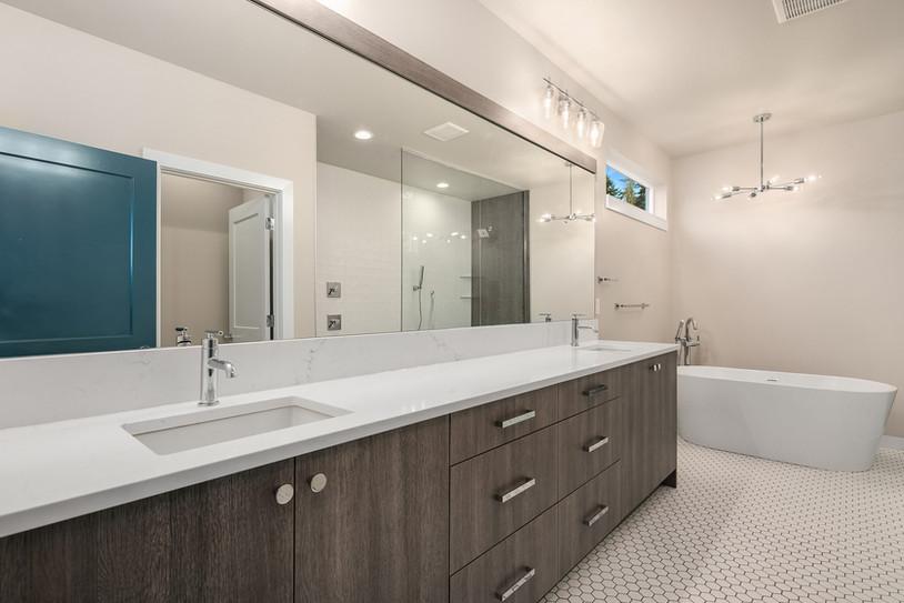 Enfort Homes Kirkland Master Bath Vanity