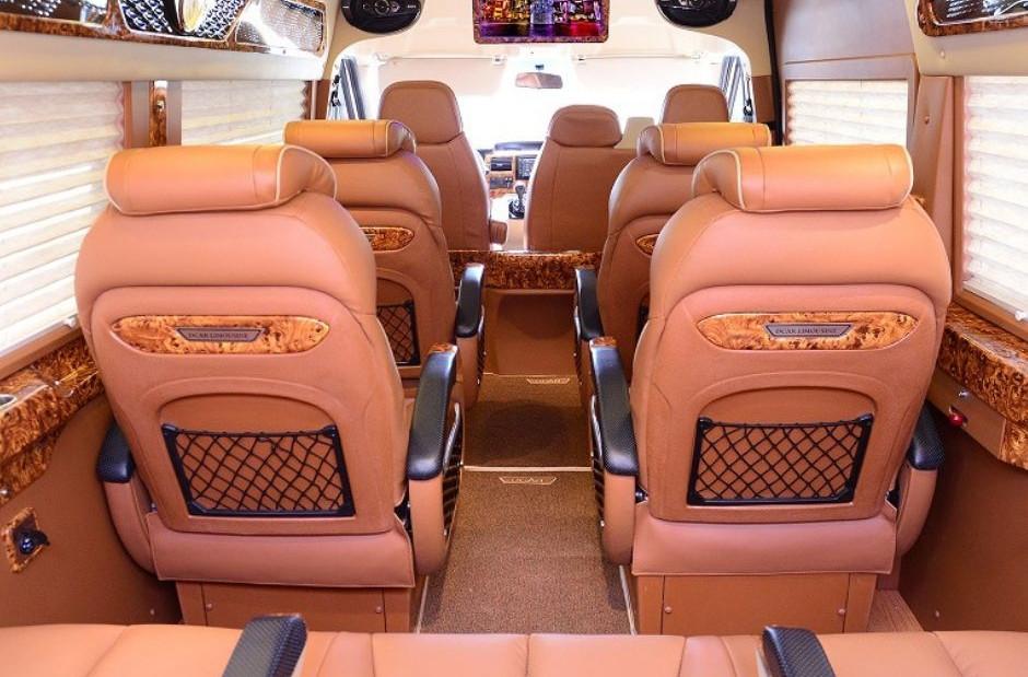 hàng ghế bên trong Xe Limousine 9 chỗ