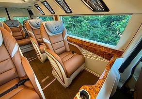 cho-thue-xe-limousine-9-cho.jpg