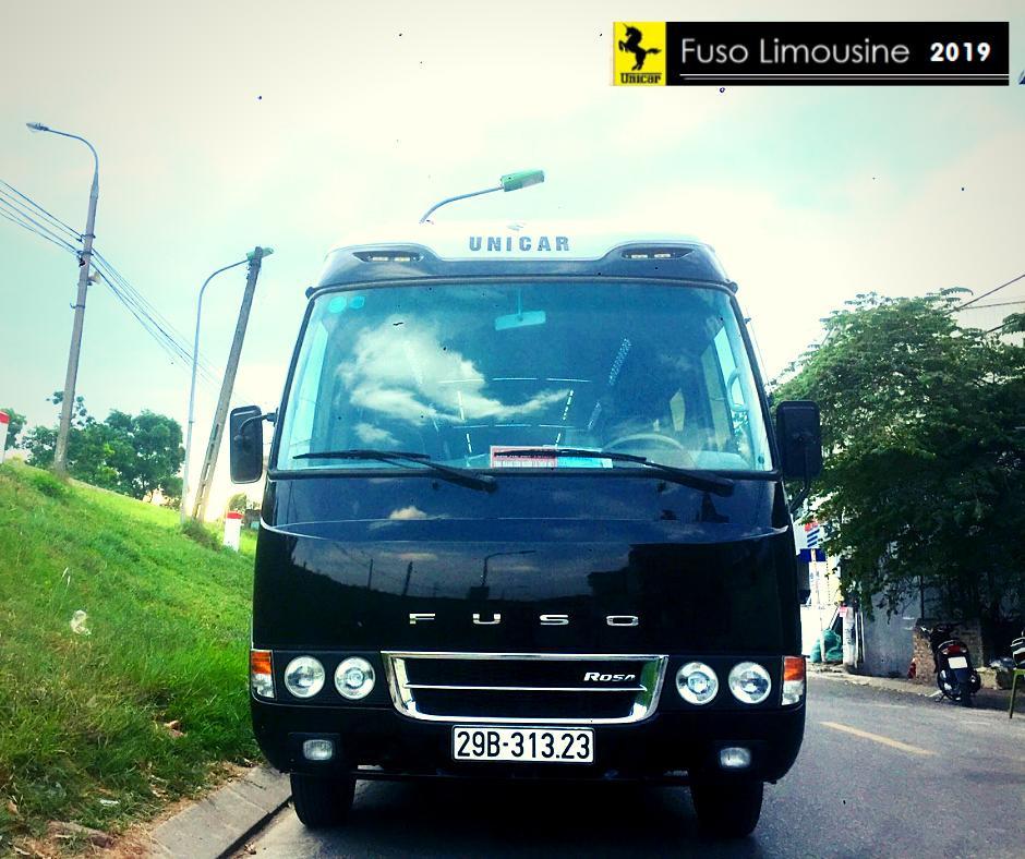 xuyen-viet-bang-xe-limousine-18-cho.jpg