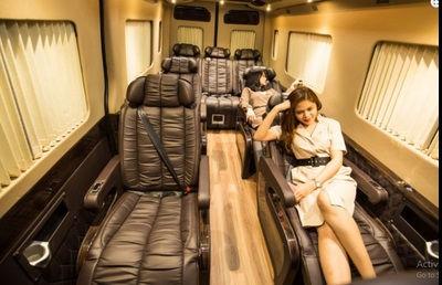 Xe auto kingdom limousine 9 ghế massage