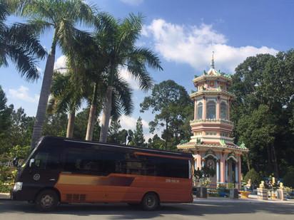 thue-xe-limousine-xuyen-vietnam-16-cho.jpg