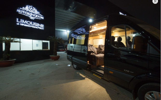xe limousine auto kingdom 9 chỗ