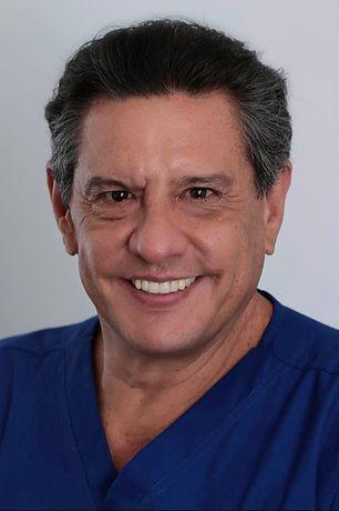 DR.-DANIEL-FLORES-1.jpg