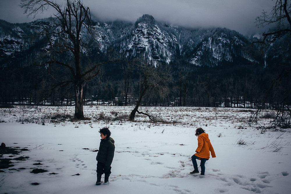 How to hike with little kids , and actually get them to walk. -Rewildhood