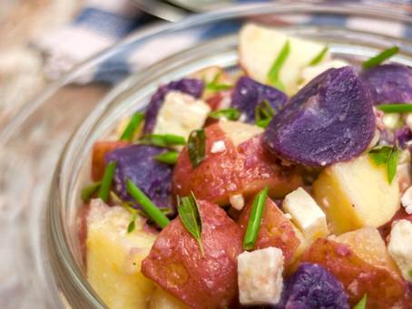 Salade de pommes de terre,rouge, blanche et bleu, épicée