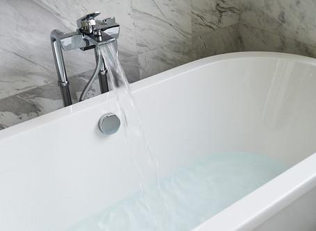 Markieren Sie jemanden, den Sie kennen:  Badewanne...