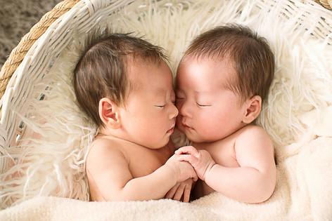 双子姉妹ニューボーンフォト