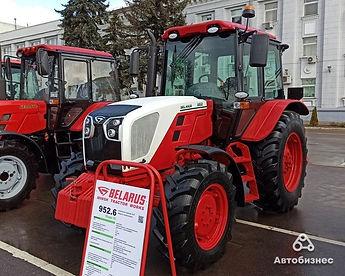 Tractor 952.6.jpg