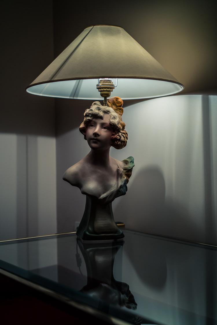 LAMPE FEMME.jpg