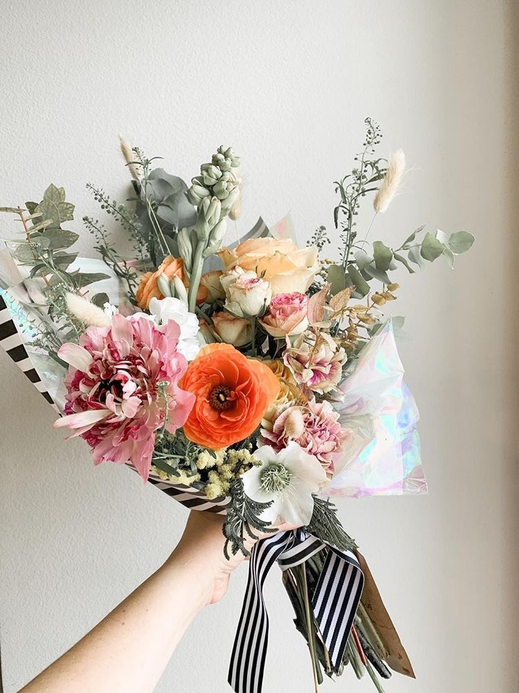 Los Angeles Florist - Small Handtied Gift Bouquet