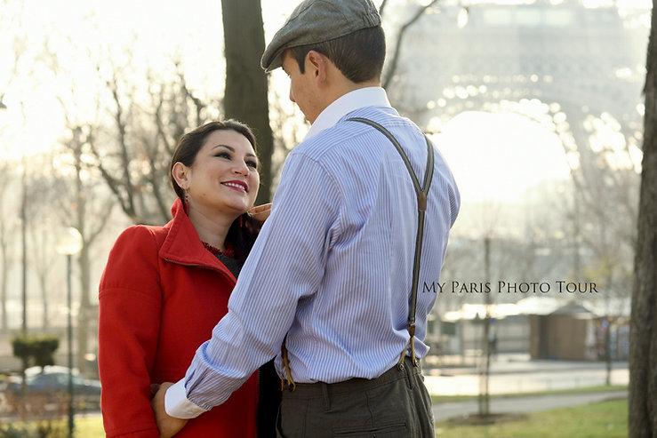 Retrato de pareja en la Torre Eiffel Paris