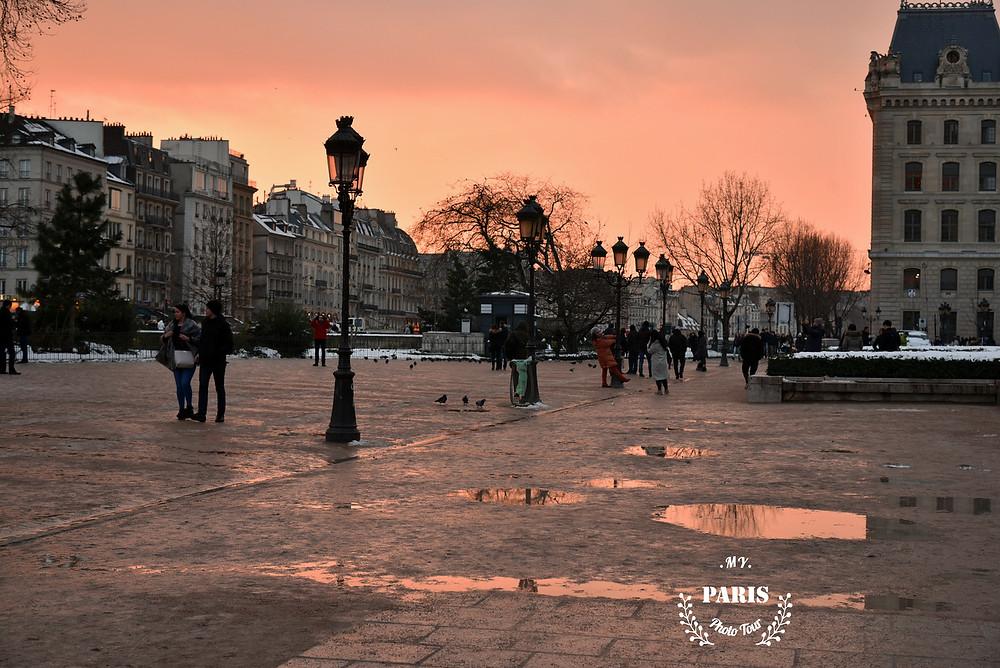 En los pies de Notre-Dame de Paris