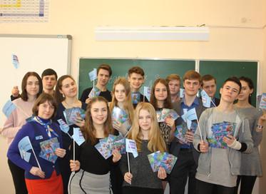 Нижегородские школьники подписали около 300 открыток для жительниц домов престарелых