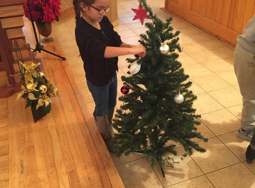 Sapa Un helps decorate St. Charles for Christmas!