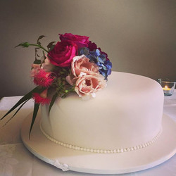 Summer wedding - Julia roses (and other blooms..