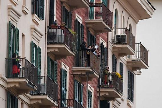 italians singing.jpg