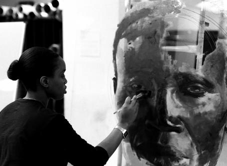 LOUISE MANDUMBWA - ARTISTA