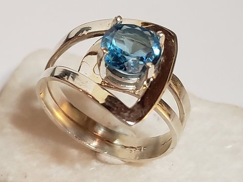 Mp's signature ring in blue topaz