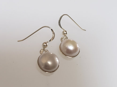 Pretty single pearl earrings
