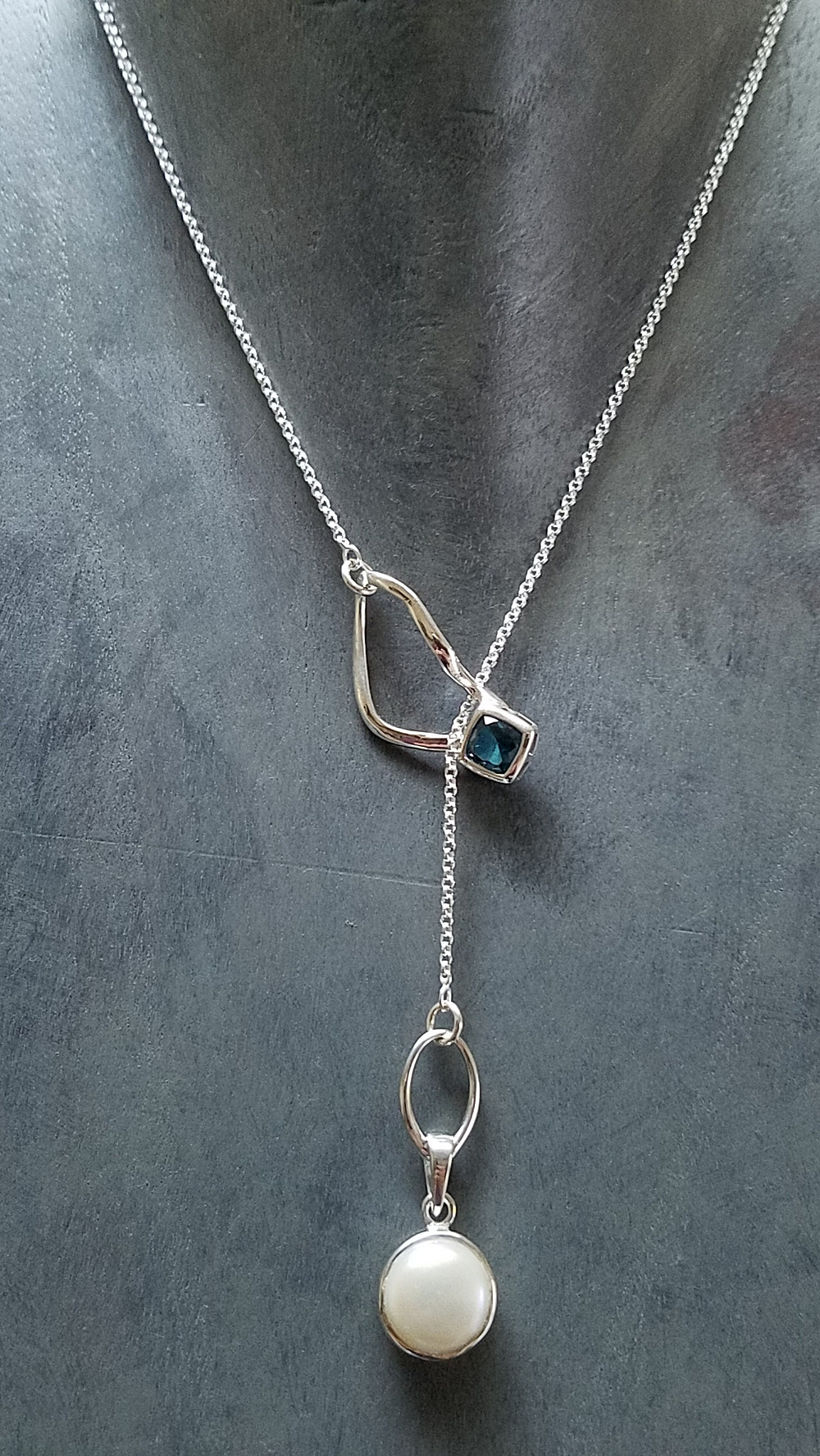 lariat with emerald topaz and pearl