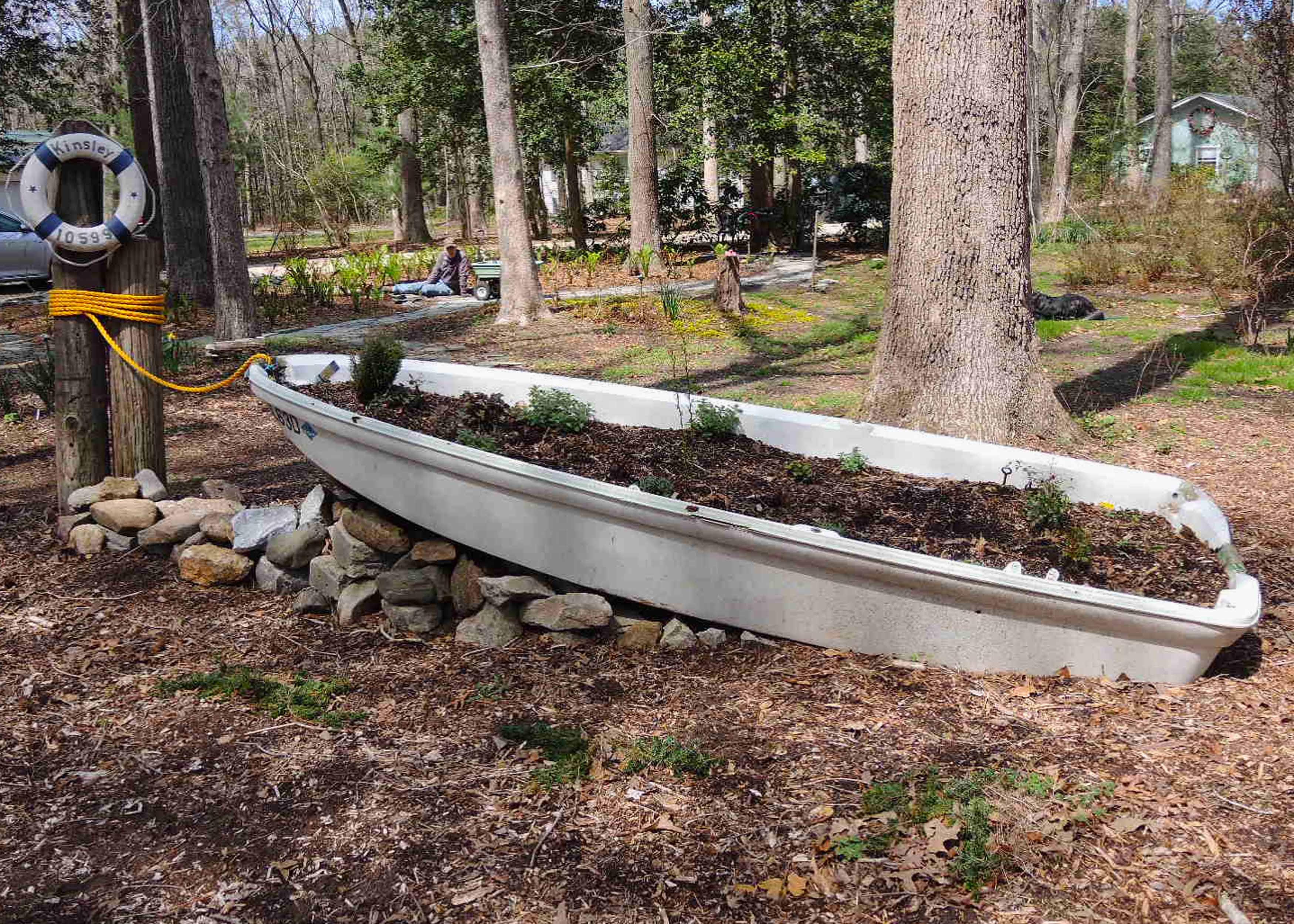 DSCN9928 - John & Carol's boat planter.jpg