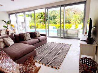 MT 4 Lounge settee.jpg