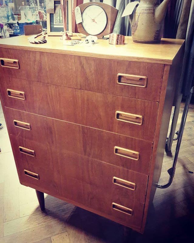 Mid-century teak chest of drawers_£125_#