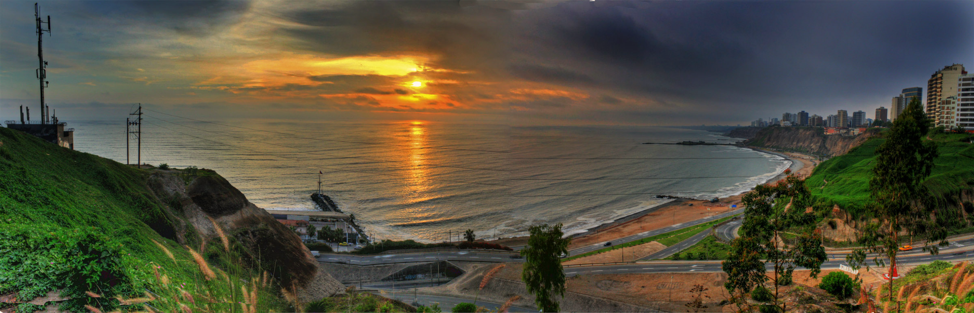 lima acantilados panorama_edited.jpg