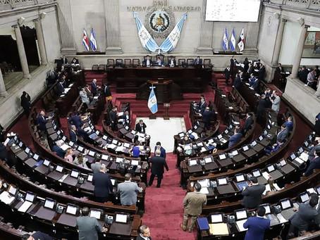 """DE LA """"POLITIQUERÍA"""" A LA POLÍTICA"""