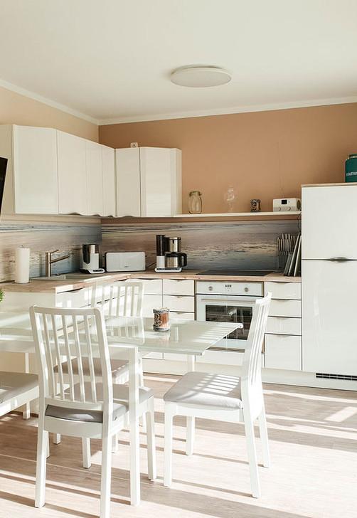 Küche mit Ausziehbarem Tisch